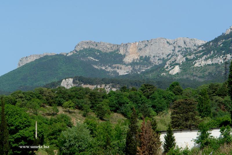 Вид на горы Ай-Петри и Пиляки