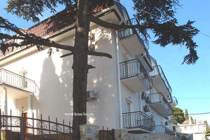 Алупка. Гостиница, отель Кедр-Запад и Кедр-Восток