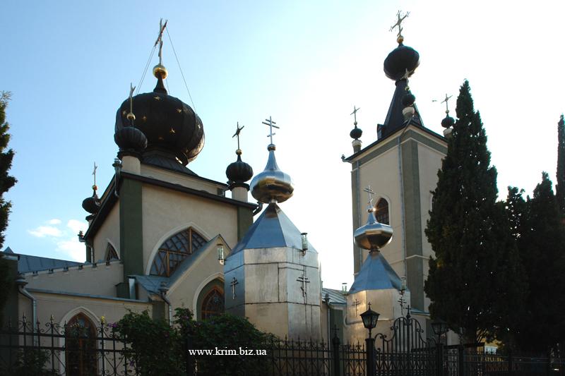Алушта, храм Феодора Стратилата.