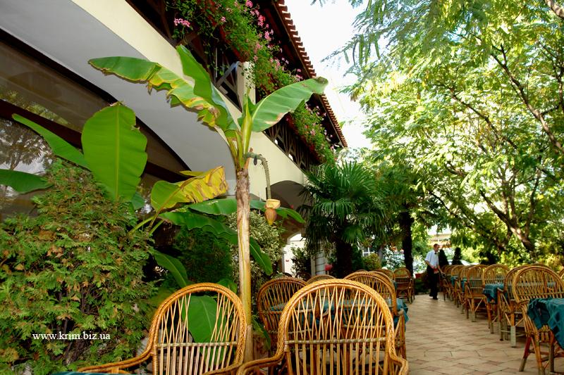 Алушта, гостиница и кафе Встреча