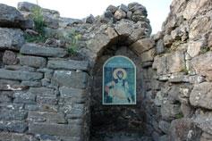 Крепость Фуна, руины церкви Феодора Стратилата