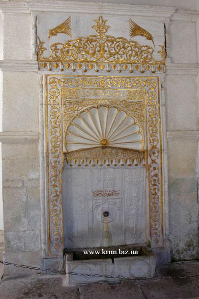 Ханский дворец. Фонтан Магзуб - позолоченный