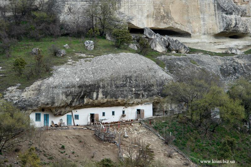 Пещерные хозпостройки