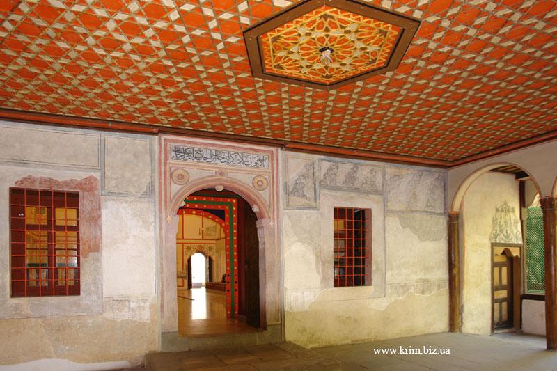 Бахчисарай. Вход в парадные залы дворца