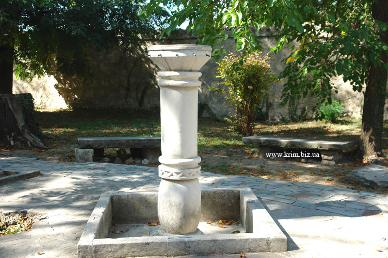 Бахчисарай. Ханский дворец. Сухой фонтан