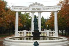 Феодосия. Памятник Доброму Гению
