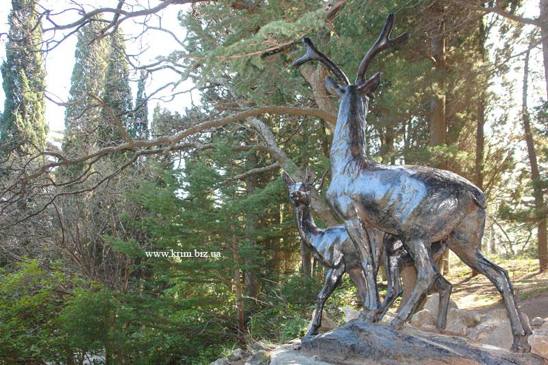 Форос. Скульптура Олени в парке санатория Форос