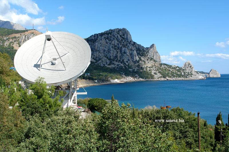 Кацивели, вид на радиотелескоп и гору Кошку