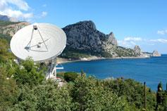 Поселок Кацивели. Радиотелескоп на фоне горы Кошка