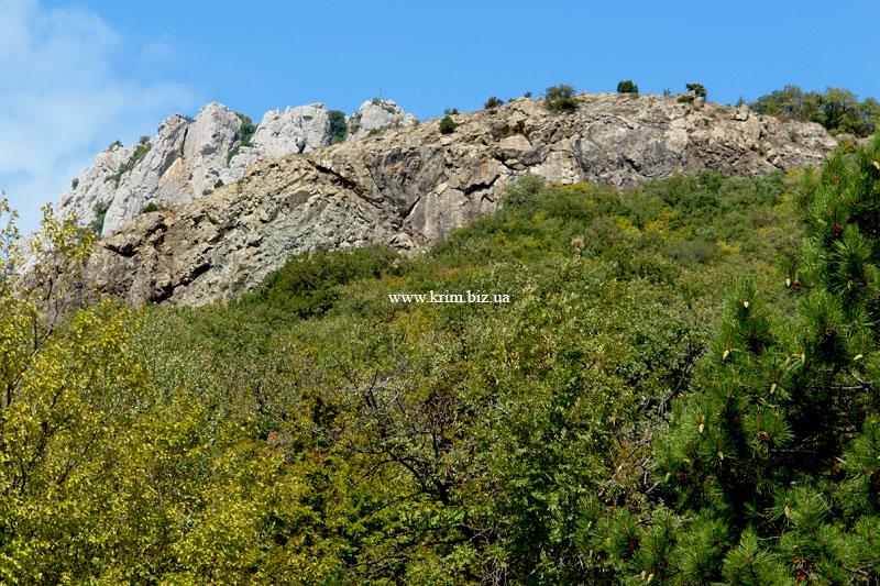 Вулканические породы над Кацивели у горы Пиляки