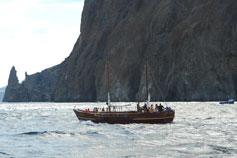 Парусная лодка у Карадага