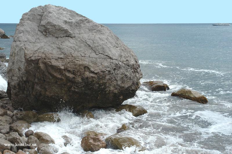 Кастрополь - Береговое, прибрежные камни