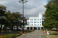 Керчь. Сквер. Вид на отель Керчь