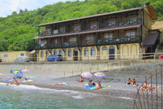 Ливадия. Отель гостиница Морская легенда на берегу моря