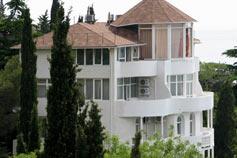 Санаторный комплекс Дача Курчатова в Мисхоре. Пятиэтажная вилла