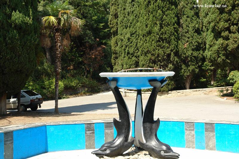 Мисхор, фонтан дельфины в парке
