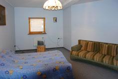 Гостиница Украинский Сувенир. Двухкомнатный двух-трехместный номер