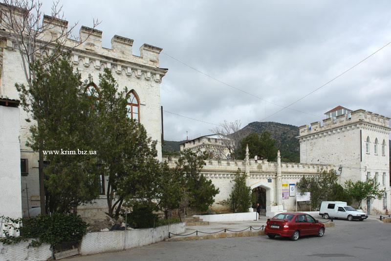 Замок Голицына в Новом Свете