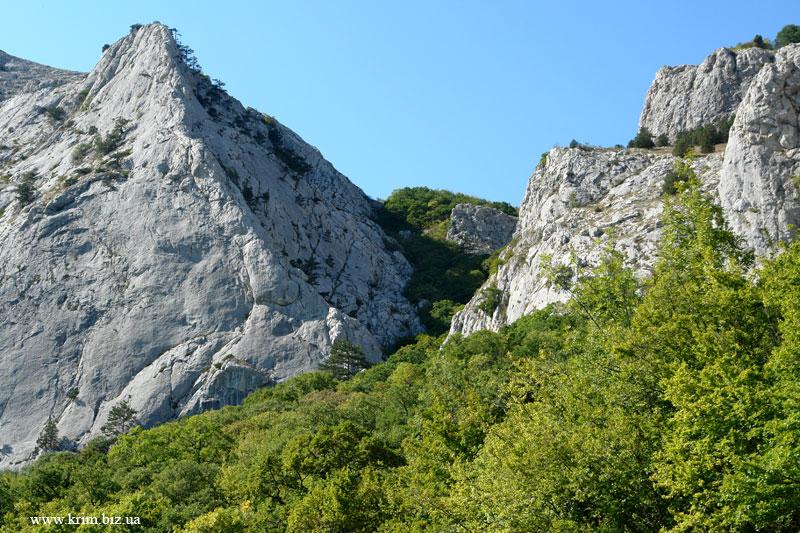 Олива, старое ЮБШ вид на Мердвен-Кая иле Уарч-Кая и перевал Шайтан-Мердвен-Богаз