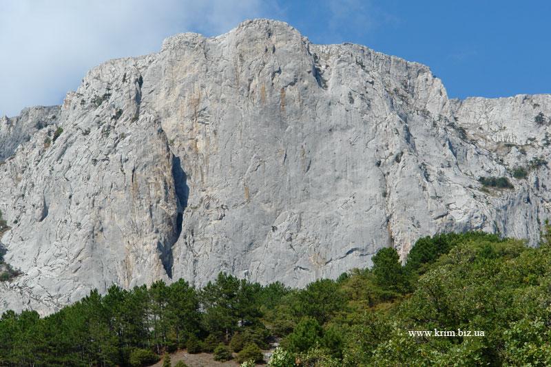 Расщелина в скале