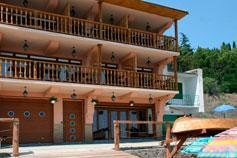 Гостиница Фрегат Санта-Мария в поселке Рыбачье