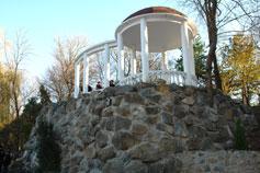 Симферополь. Беседка у фонтана