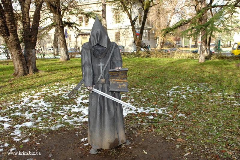 Симферополь. Скульптура в сквере