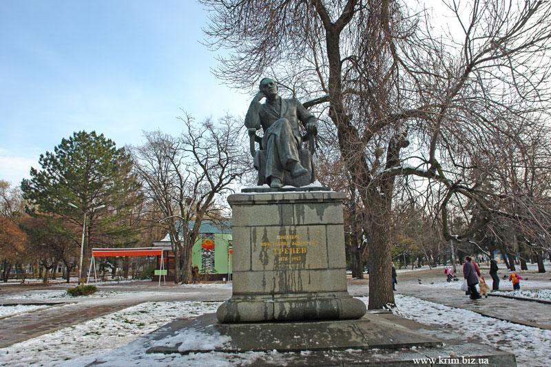 Симферополь. Памятник Тренёву