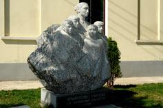 Памятник Крымскому учителю в Симферополе