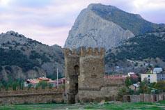Судак. Вид на горы Крепостная и Сокол