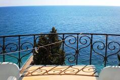 Ялта. Гостевой дом Константа над Массандровским пляжем. Трёхкомнатный Апартамент