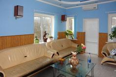 Гостиница Карина на Красноармейской в Ялте. Холл