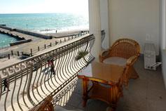 Гостиница отель Марино на набережной Ялты. Двухкомнатный Люкс-студия Коралл