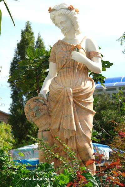 Ялтинский зоопарк Сказка. Греческая богиня Флора