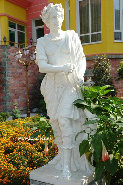 Ялтинский зоопарк Сказка. Греческая богиня Деметра (у римлян Церера).